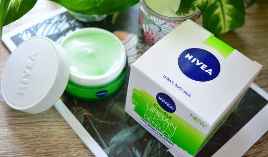 Nivea Essentials Urban Skin Defence cremă de zi cu SPF 20